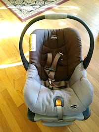 baby's gray and black car seat carrier 30 km