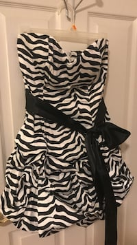 Black and white zebra print sleeveless dress Centreville, 20121