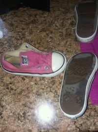 Size 8 toddler converse I have 2 pair. 10 obo Hope Mills, 28348
