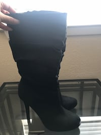 Black boots Size 7 Salinas