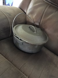 2 cast iron pots with covers Coral Springs, 33065