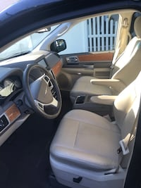 Chrysler - Town and Country - 2008 Dayton