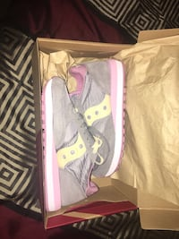 Brand new saucony sneakers size 5.5 $40 or best offer Philadelphia, 19134