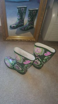 Green and Pink Floral Winter Boots 6 km