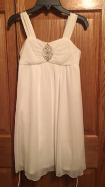 Girls white sleeveless dress