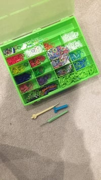 assorted-color loombands with green plastic organizer 3726 km