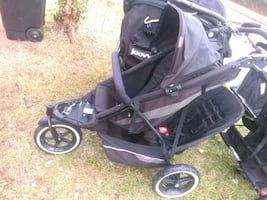 Phil & Ted double stroller with romper seat