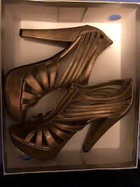 Gold open-toe heeled shoes size 9