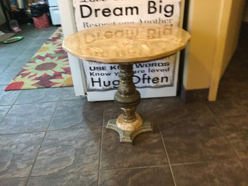 Marble coffee and 2 end tables 25418e74-8f3c-4333-a32a-3e035347393d