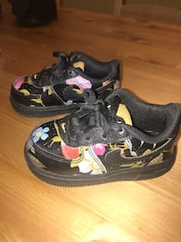 Floral Nike's 5c