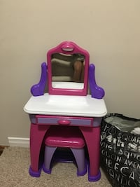 Toddler Vanity $10 Pickering