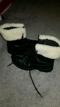 pair of black-and-white fur boots Maryland City, 20724