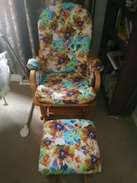 Excellent Rocking Chair/  Nursing Chair/ Gliding c Calgary, T3K 5E1