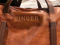 Vintage singer sewing machine and leather case nice  Edmonton, T5M 0S6