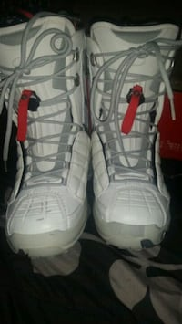 7.5 women's snowboarding boots Puyallup, 98375