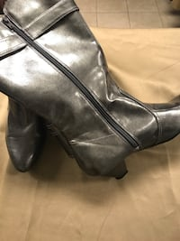 Pair of black leather boots Size 9.5 Gulfport, 39501