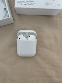 Apple AirPod second generation with wireless charging case Toronto, M6L 1W8