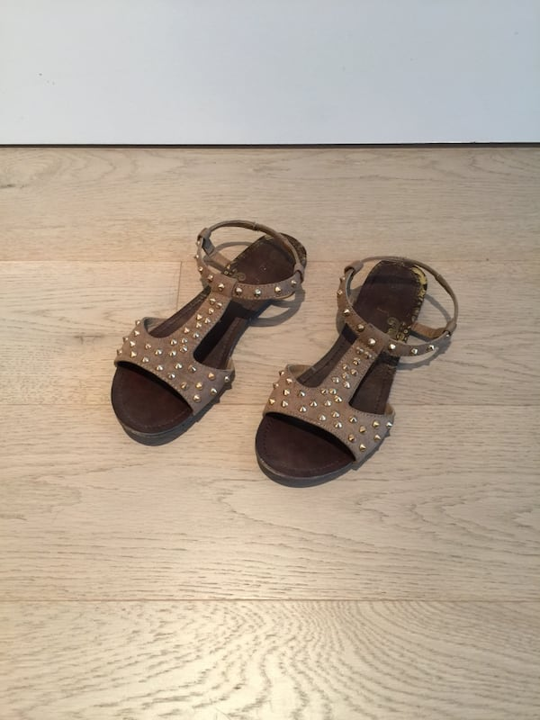Size 6 gold stud brown suede women's sandals ab9437f2-f192-47fb-9e0f-65aafc1add00