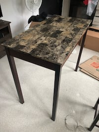 Kitchen Table that fits 2 bar stools. Great condition Silver Spring, 20902