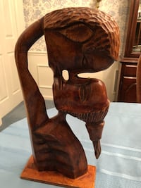 Sculpture- the kiss - carved wood 271 mi