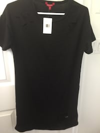 black scoop-neck shirt Oromocto, E2V