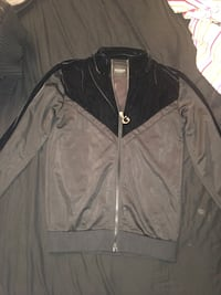 Ladies Guess Sweater Calgary, T2A 3E2