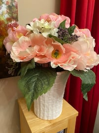 Beautiful Artificial Flowers in a vase Markham, L3T 1Y9