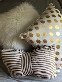 3 Decorative gold white pillows Mc Lean, 22102
