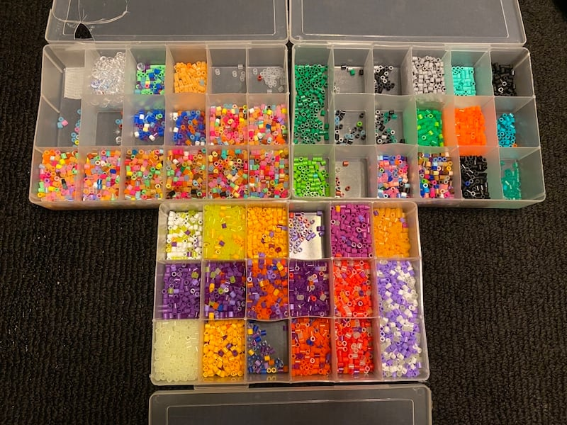 Perler beads with molds d3def2b2-dadb-46f3-bef6-8ea2cdcd95f0