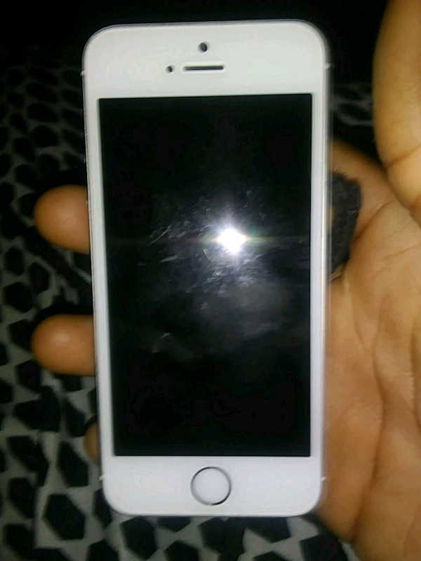 Iphone 5 shipping only ! Cash app only!!