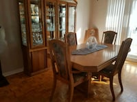 Dining room table 65 inch and 6 chairs only Montreal, H1E