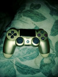 PS4 OFFITIAL WIRELESS GOLD CONTROLLER 45.00 N NEWA Newark, 43055