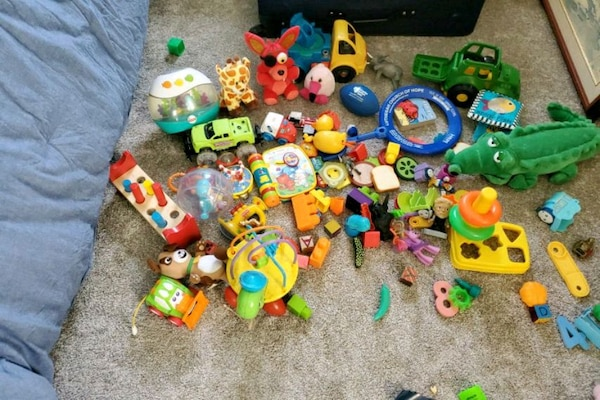 Toddler and Baby Toy Lot 8fa20553-5be3-44bd-9c61-bfff7347fd1f