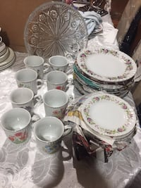 white and pink floral ceramic dinnerware set Hamilton, L9A 1T3