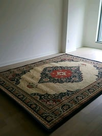 Large floor rug (no pets)