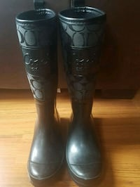 pair of black rain boots 788 km
