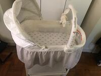 Baby's white bassinet Silver Spring, 20902