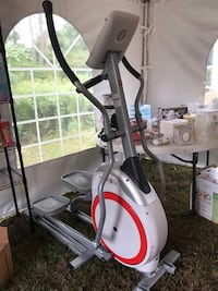 Schwinn 420 Eliptical Machine Exercise Equipment East Patchogue, 11772