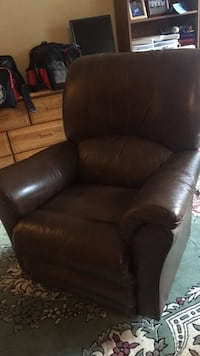 Brown leather padded  declined sofa chair Ashburn, 20147
