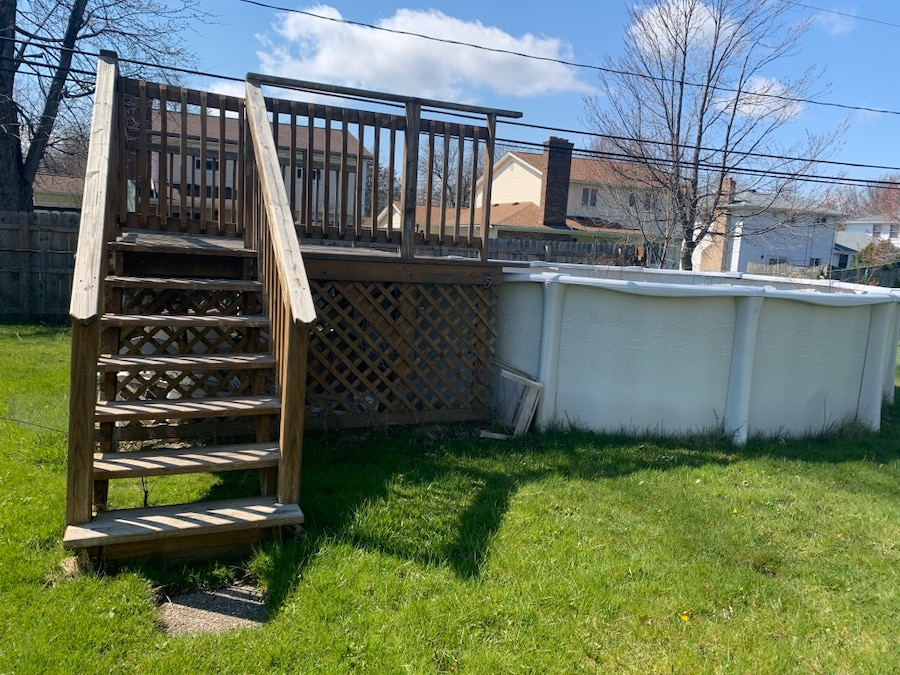 Photo Deck and above ground pool parts