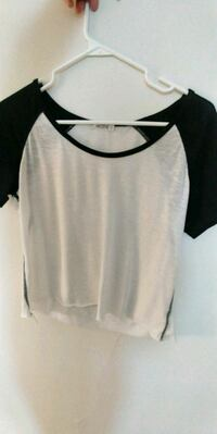 white and black scoop-neck long-sleeved shirt