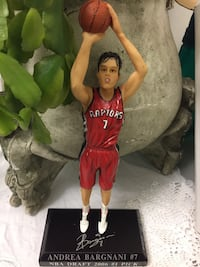 Limited Edition figure of Toronto Raptors Andrea Bargnani # 7. Essa, L0M