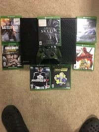 Xbox One console with controller and game cases Georgetown, 40324
