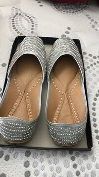 pair of gray leather flat shoes Surrey, V3W