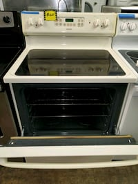 HOtPoint glass top electric stove working perfectl