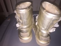 Size 9 in Uggs & Skechers boot also a 9 $15 for them Baltimore, 21212