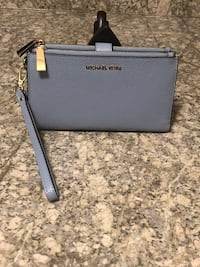 *NEW* Michael Kors Wristlet w/phone slot 595 mi