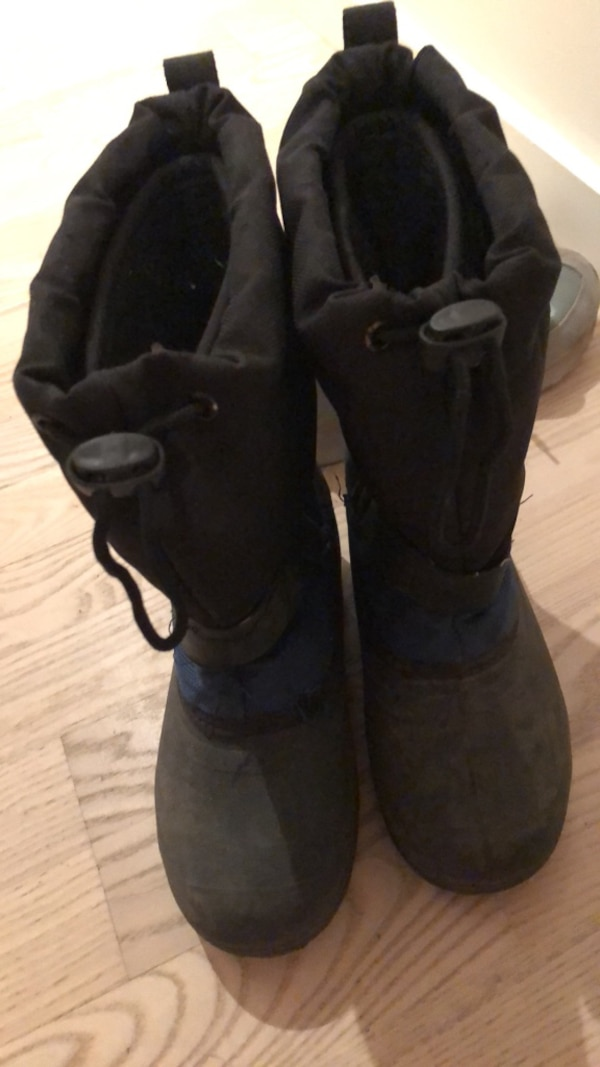 7eee81b2009f Used black drawstring snow boots for sale in Montréal - letgo