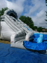 white and blue inflatable pool/ price is not negot 43 km