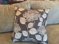 3 Decorative couch pillows (brand new) Unity, 15650